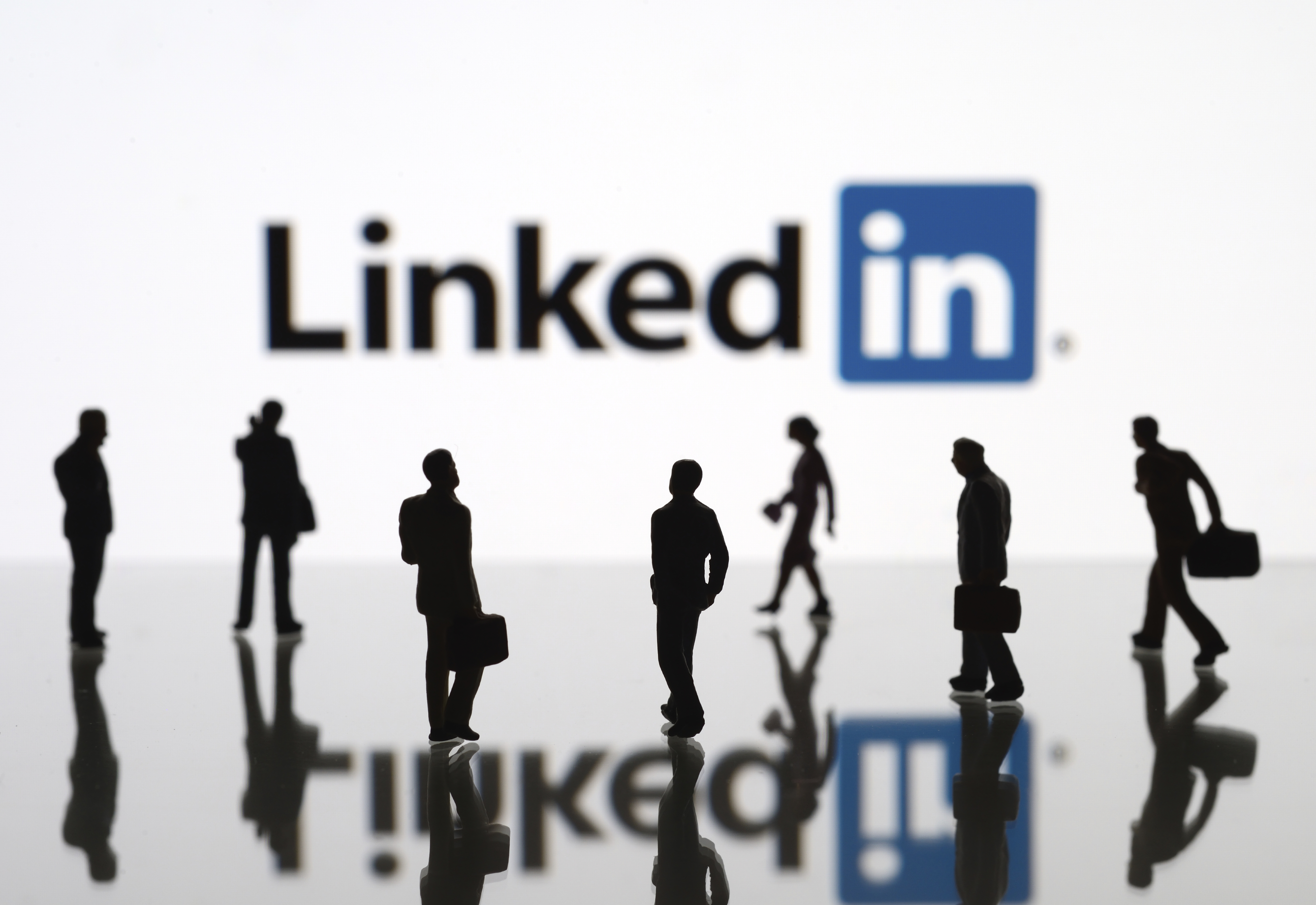6 Ways to Find and Attract Leads Using LinkedIn